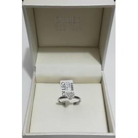 anello a cuore , montatura in oro bianco e diamanti incastonati a pavè